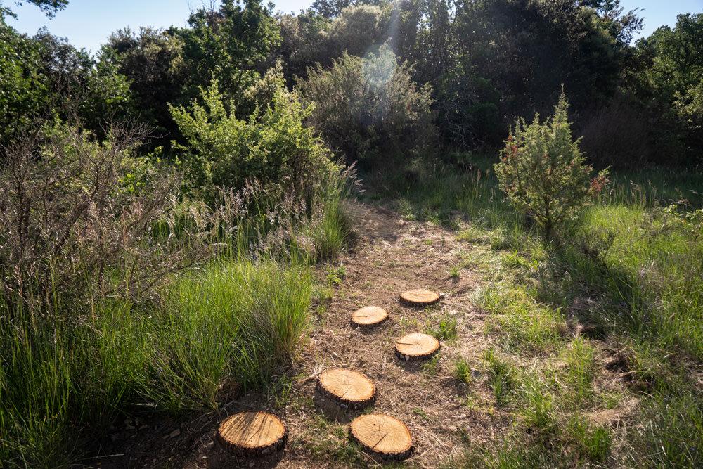 sentier aménagé : chemin pieds nus